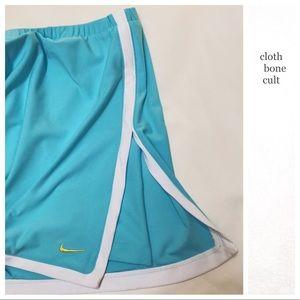 ✨NWT✨ NIKE Turquoise & White TENNIS SKIRT 🎾